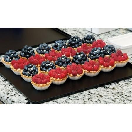 Taca na ciasta 48x32cm, 4 ranty (1 lub 2 cm), kolor czarny, tłoczona, aluminiowa, cukiernicza. Kra01 Tace na ciasta - 4store.pl