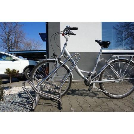 Stojak na rowery CROSS-4 z barierką inox Krajowy Stojaki na rowery - 4store.pl